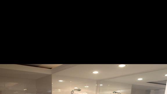 Lazienka w pokoju junior suite w hotelu Kipriotis Village