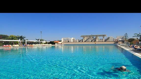 Basen olimpijski w hotelu Kipriotis Village