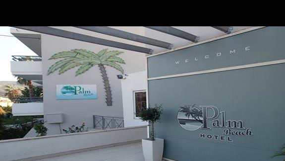 Wejście główne do hotelu Palm Beach