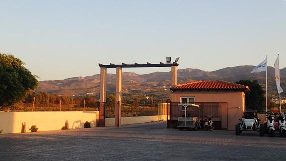 Brama wjazdowa do hotelu Marine Aquapark Resort