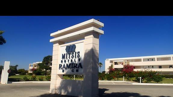 Brama wjazdowa do hotelu Mitsis Ramira Beach