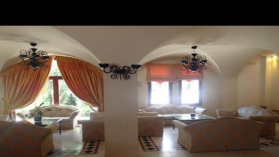 Lobby w hotelu Mitsis Ramira Beach