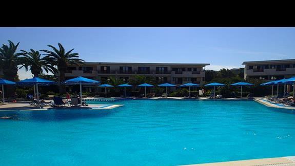 Basen w hotelu Mitsis Ramira Beach