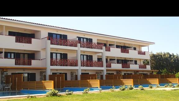 Pokój z prywatnym basenem z zewnatrz w hotelu Mitsis Ramira Beach