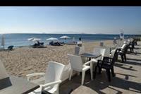 Hotel Maya Island Resort - Taras w restauracji z bezpośrednim wyjściem na plaże w hotelu Valynakis Beach Island Resort