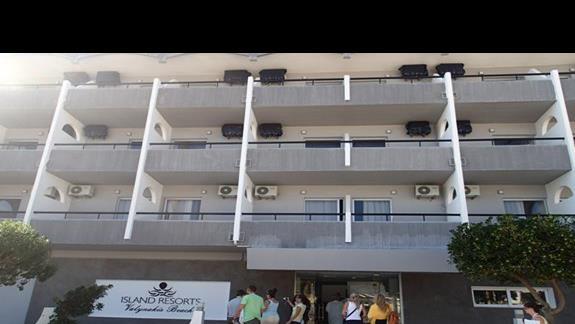 Wejście główne do hotelu Valynakis Beach Island Resort