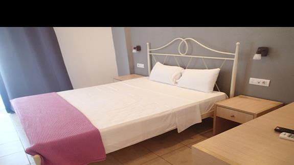 Pokój standardowy w hotelu Valynakis Beach Island Resort