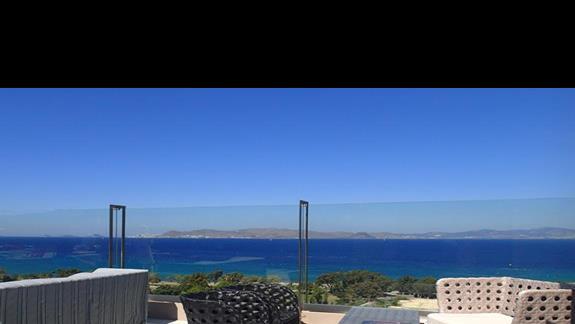 Jeden z tarasów w hotelu Kipriotis Panorama