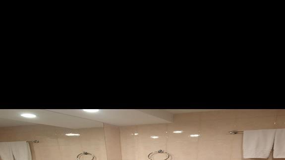 Łazienka w hotelu Kipriotis Panorama
