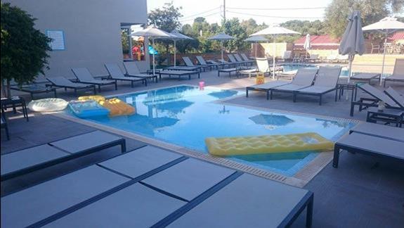 Azure Resort - basen