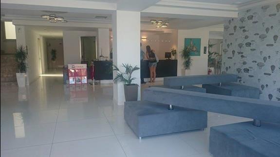Azure Resort - lobby