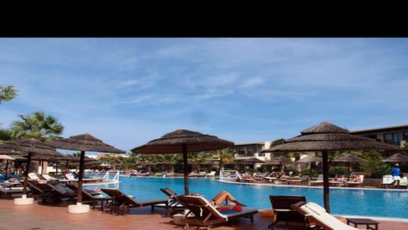 Jeden z kilku basenów hotelowych