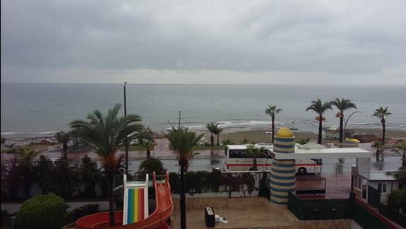 Widok na plażę Hotelu Katya