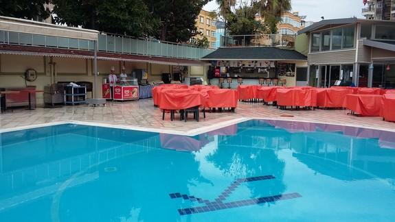 Basen Hotelu Krizantem