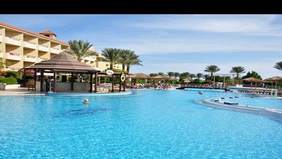 basen w hotelu Amwaj Blue Beach Resort&Spa