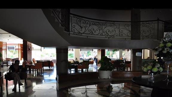 hall w hotelu Amwaj Blue Beach Resort&Spa