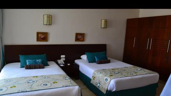 pokój rodzinny deluxe w hotelu Amwaj Blue Beach Resort&Spa