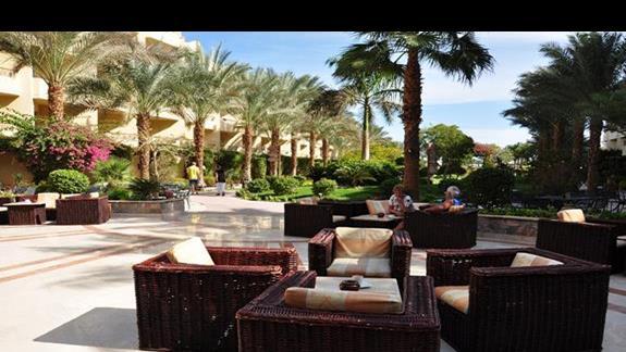 taras w w hotelu Amwaj Blue Beach Resort&Spa