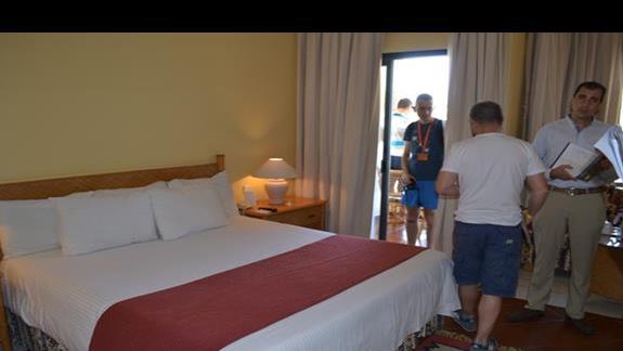 pokój standardowy w hotelu Grand Plaza