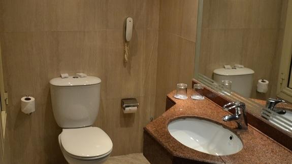 łazienka w pokoju standardowym w hotelu Sunrise Holidays