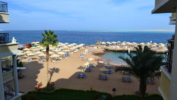 widok na morze z pokoju w hotelu Sunrise Holidays