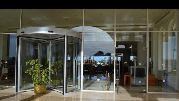 wejście do hotelu Cleopatra Luxury Makadi