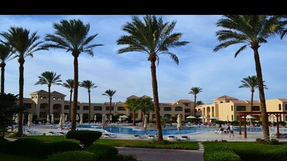widok na ogród hotelu Cleopatra Luxury Makadi