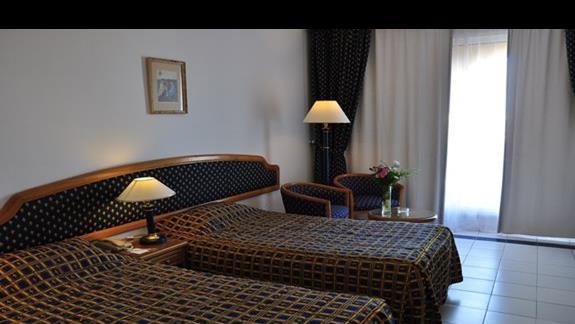 pokój standardowy w hotelu Desert Rose