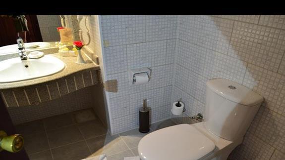 łazienka w pokoju standardowym w hotelu Titanic Resort&Aquapark