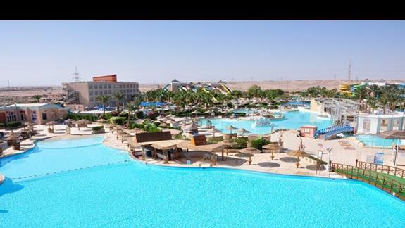 widok z pokoju na Aquapark w hotelu Titanic Resort&Aquapark
