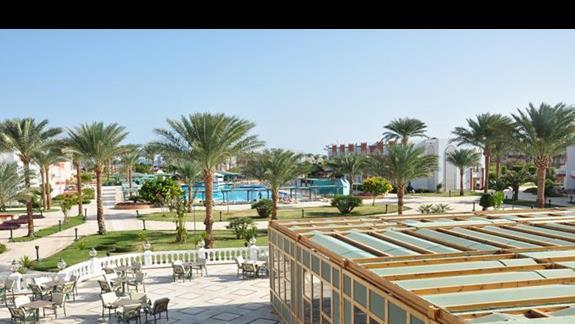 ogród i baseny w  hotelu Sunrise Select Garden Beach Resort&Spa
