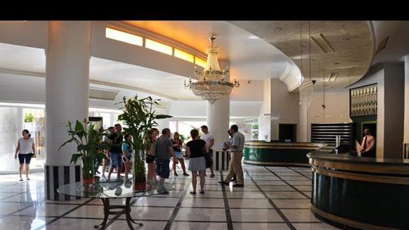 hall i recepcja w hotelu Lillyland Beach Club Resort