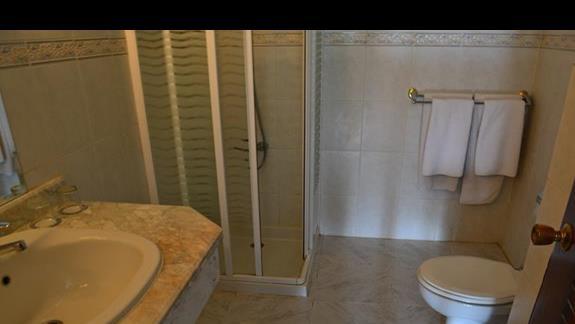 łazienka w pokoju standardowym w hotelu Lotus Bay Resort&Spa