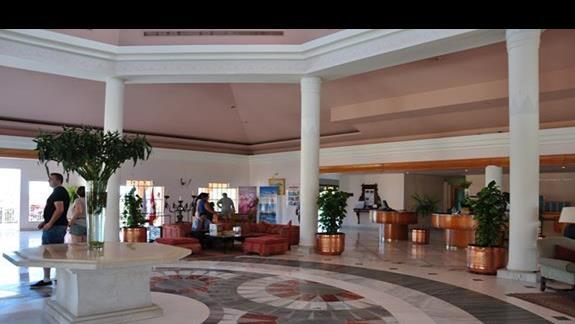 hall w hotelu Movenpick Resort Spa El Gouna
