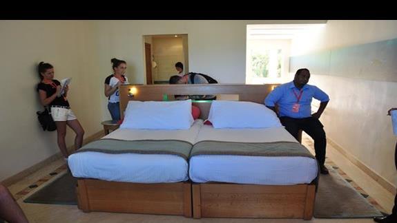 pokój standardowy w hotelu Movenpick Resort Spa El Gouna