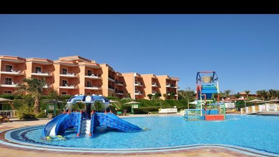 basen ze zjeżdżalniami dla dzieci w  hotelu Three Corners Sunny Beach