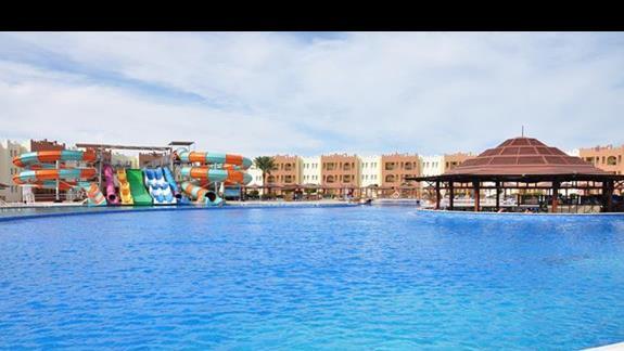 basen ze zjeżdżalniami w hotelu Sunrise Select Makadi Bay