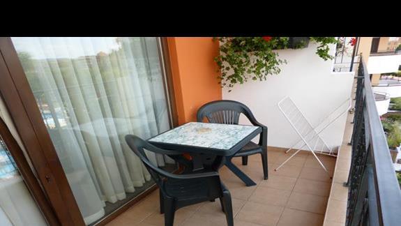 Balkon w hotelu Hrizantema