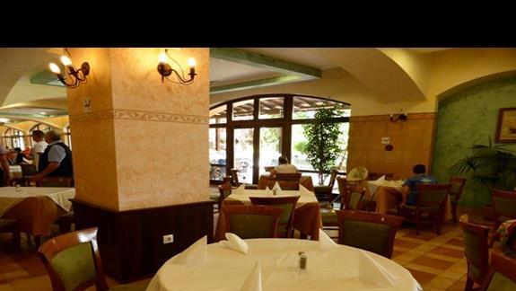 Restauracja w hotelu Hrizantema
