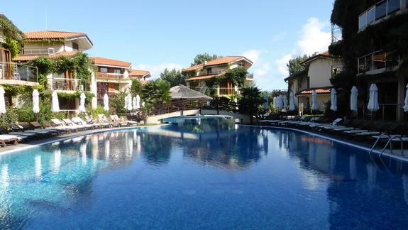 Basen w hotelu Laguna Beach