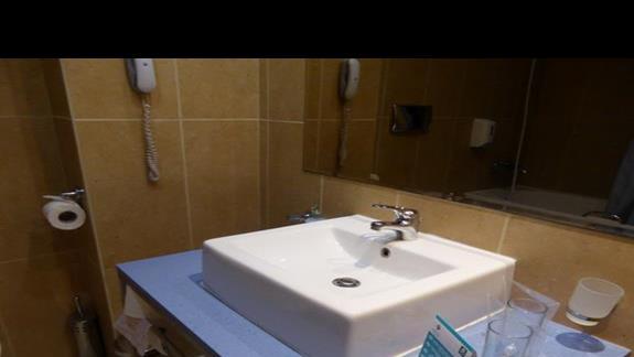 Łazienka w hotelu Azalia