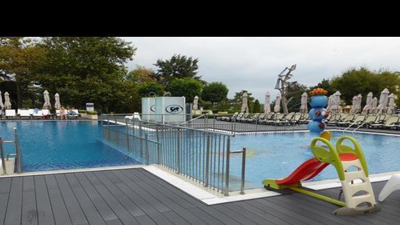 Basen  w hotelu Melia Grand Hermitage