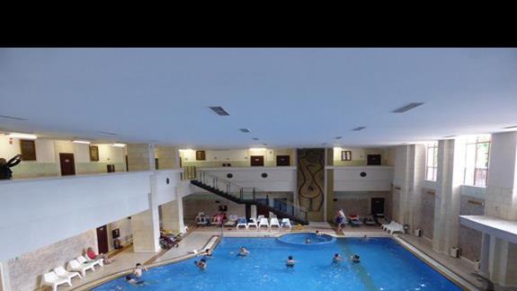 Basen wewnętrzny w hotelu Melia Grand Hermitage