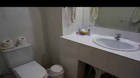 Łazienka w hotelu Samaina Inn