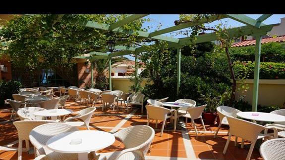 Bar w hotelu Samaina Inn