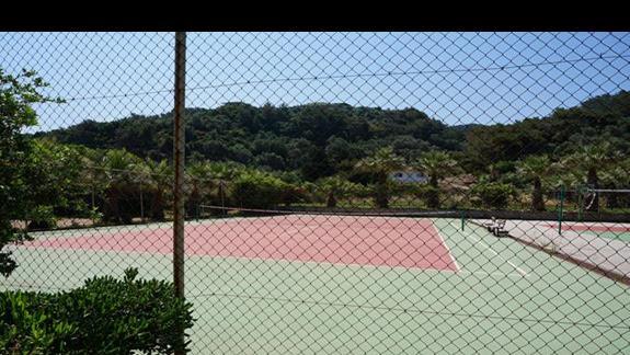 Kort tenisowy w hotelu Samaina Inn