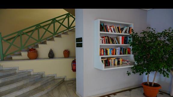 Biblioteka w hotelu Samaina Inn