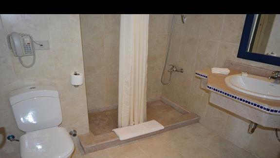 Łazienka w pokoju standardowym w hotelu Aurora Bay