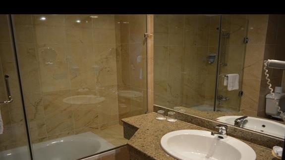 Łazienka pokoju superior/ family hotelu Elphistone Resort