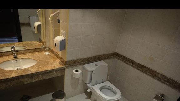 Łazienka w pokoju standardowym hotelu El Malikia Resort Abu Dabbab